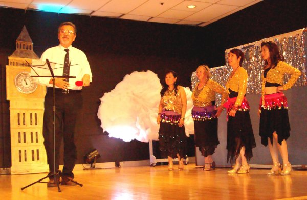 Ron Da Roza with Dancers